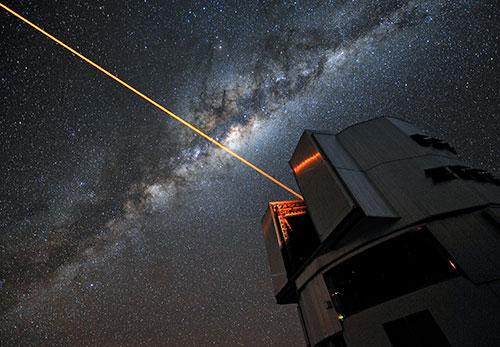 Utilisation d'un laser par le Very Large Telescope